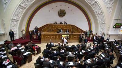 Periodista venezolano afirma que Maduro desconocerá decisión de Parlamento