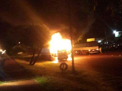 Camión se incendió sobre la ruta VI