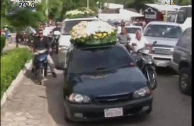 Miles de personas despiden a Roberto Cabañas