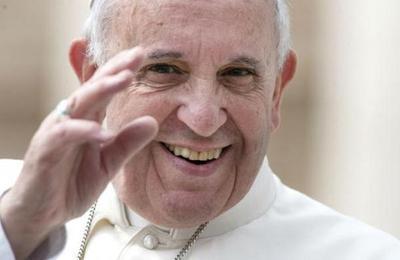 La razón por la que el Papa Francisco cubre con un sticker la cámara de su Ipad