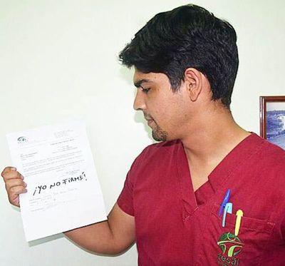 Estudiante se negó a firmar y le costó el cargo