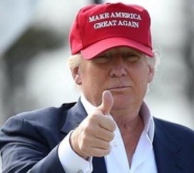 Trump pagó a prostitutas para orinar en cama de Obama, dice informe