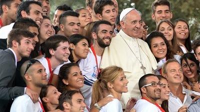 El papa invita a los jóvenes a hacerse oír para cambiar el mundo