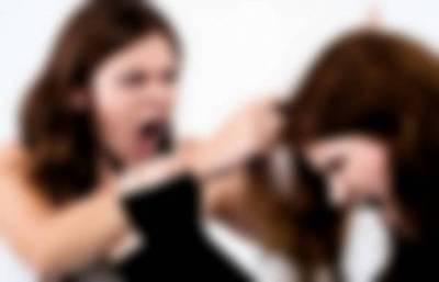 Golpeó salvajemente a su empleada tras encontrarla con su marido