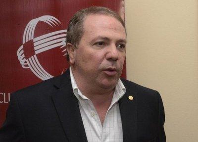 Empresario rechaza vinculo de Cartes con compra de Canal 13