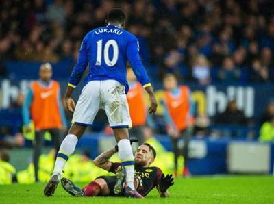 Manchester City fue goleado por Everton