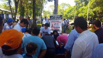 Juntan firmas para juicio político a Cartes