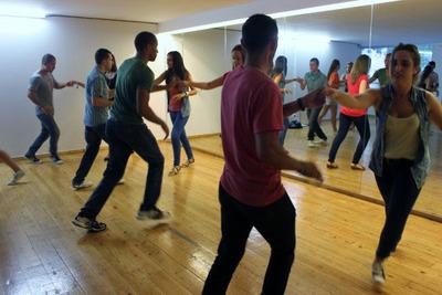 Ofrecen clases de bailes