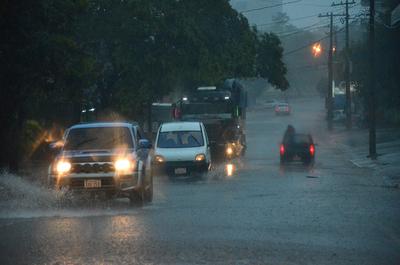 Extienden alerta meteorológico a 12 departamentos