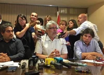 Lugo amenaza con ser candidato pese a que la Constitución se lo prohíbe