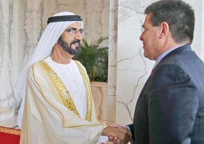 Cartes presidió Foro de Negocios en Dubái