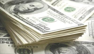 El dólar cotiza 4% menos que hace un año