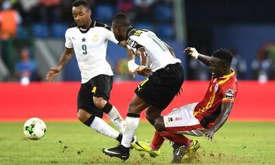 Ghana cumple y supera por la mínima a Uganda