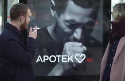 Te está diciendo que lo dejes: el innovador cartel que tose si fumas cerca de él