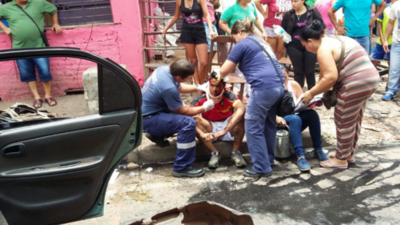 Faltó al trabajo tras caerle un auto mientras esperaba bus, su jefe no le creyó