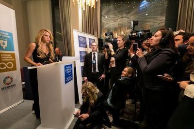"""""""La paz va más allá de los tratados"""" afirma Shakira"""