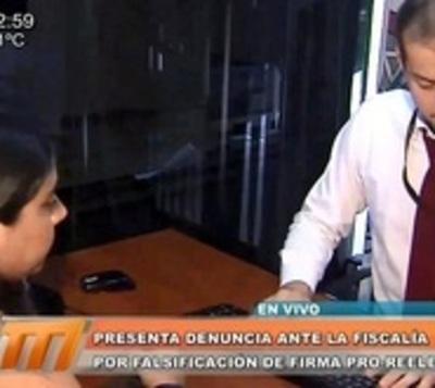 Periodista denuncia firma apócrifa en planilla a favor de reelección