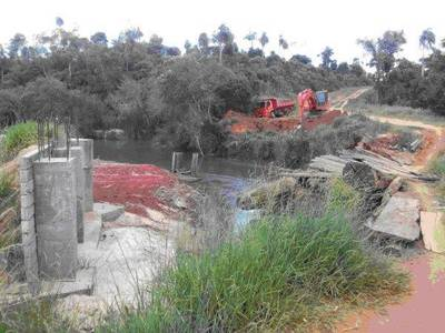 Instalan puente metálico en Caaguazú