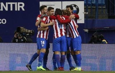 Atlético de Madrid pone pie y medio en semifinales de Copa