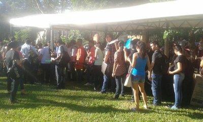 Miles rinden para obtener becas de Itaipú