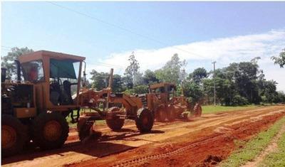 Reparan 4.000 km de caminos vecinales en 8 departamentos