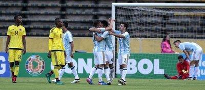 Argentina hunde a Colombia con un gol agónico
