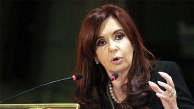 Cristina Fernández asegura en un vídeo que quieren proscribirla políticamente