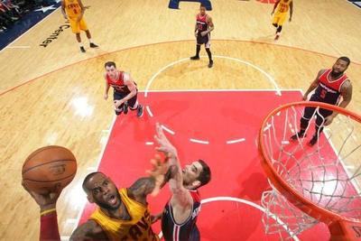 NBA: LeBron, Irving y Love aplastan a Beal