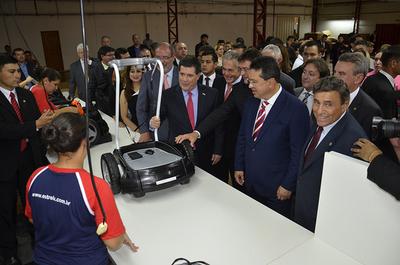 Cartes reafirmó compromiso de convertir al país en el más competitivo de la región