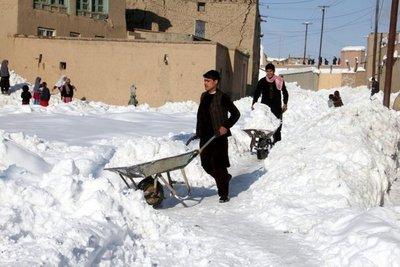 Ascienden a 191 los muertos por el temporal de nieve en Afganistán