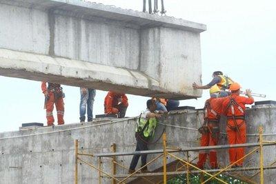 Izamiento de vigas del superviaducto avanza rápidamente