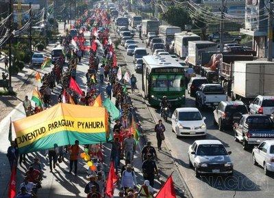 """Campesinos marchan por una """"Patria Nueva"""""""