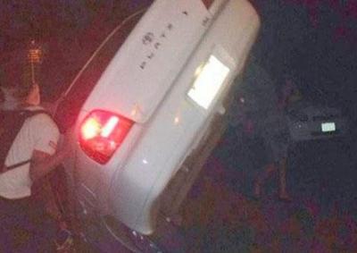 Un enorme pozo tragó un vehículo en Luque