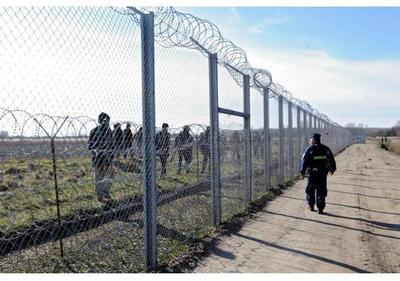 Gobierno húngaro presenta ley para encerrar a todos los refugiados