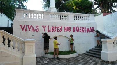 Pintan la Escalinata Antequera contra feminicidios