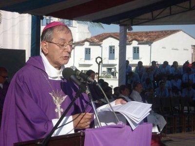 Arzobispo pide perdón por comparar acoso sexual con una piedrita