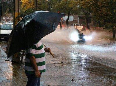Anuncian tormentas para 9 departamentos del país