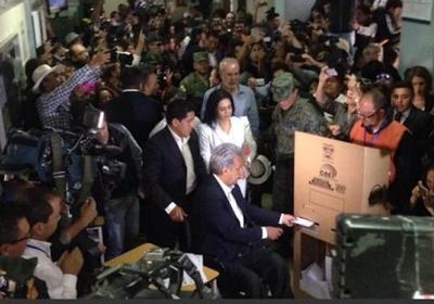 Oficialista Moreno encabeza presidencial en Ecuador