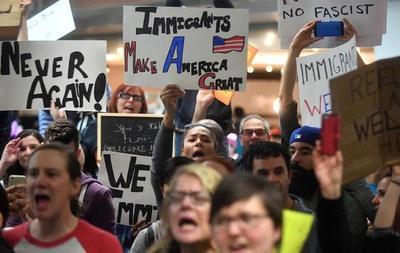 """Viven aterrorizados """"sin papeles"""" hispanos, tras arrestos en EEUU"""