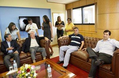Renuncia de Cartes antes de elecciones condiciona pacto de carto-lugo-llanistas