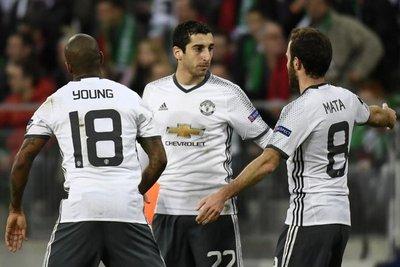 El United cumple el trámite y avanza