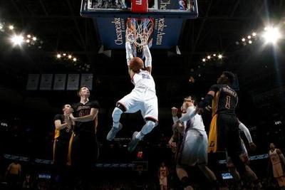Thunder vence a Lakers con otro triple doble de Westbrook