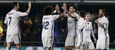 El Real Madrid remonta al Villarreal y salva liderato