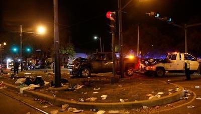 Vehículo colisiona contra multitud y deja 28 heridos