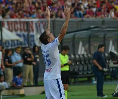 Inolvidable debut de Martín Giménez con los tres goles que marcó. FOTO: @SoldeAmericapy.