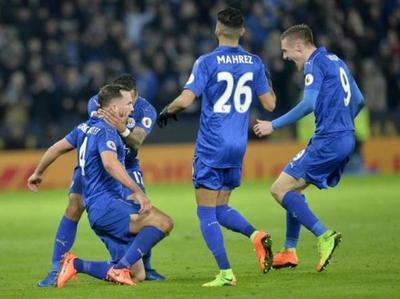 Leicester golea en su primer partido sin Ranieri