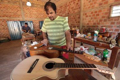Karai hace guitarras que van al extranjero