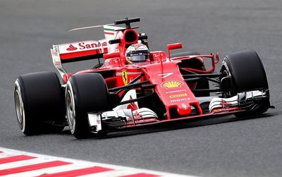 Ferrari toma ventaja en el duelo con Mercedes