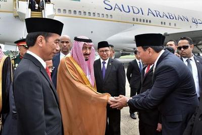 El rey de Arabia Saudita visita Indonesia