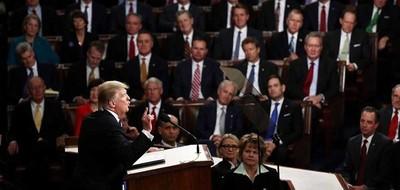 Trump llamó a devolver grandeza de EE.UU. con un discurso nacionalista